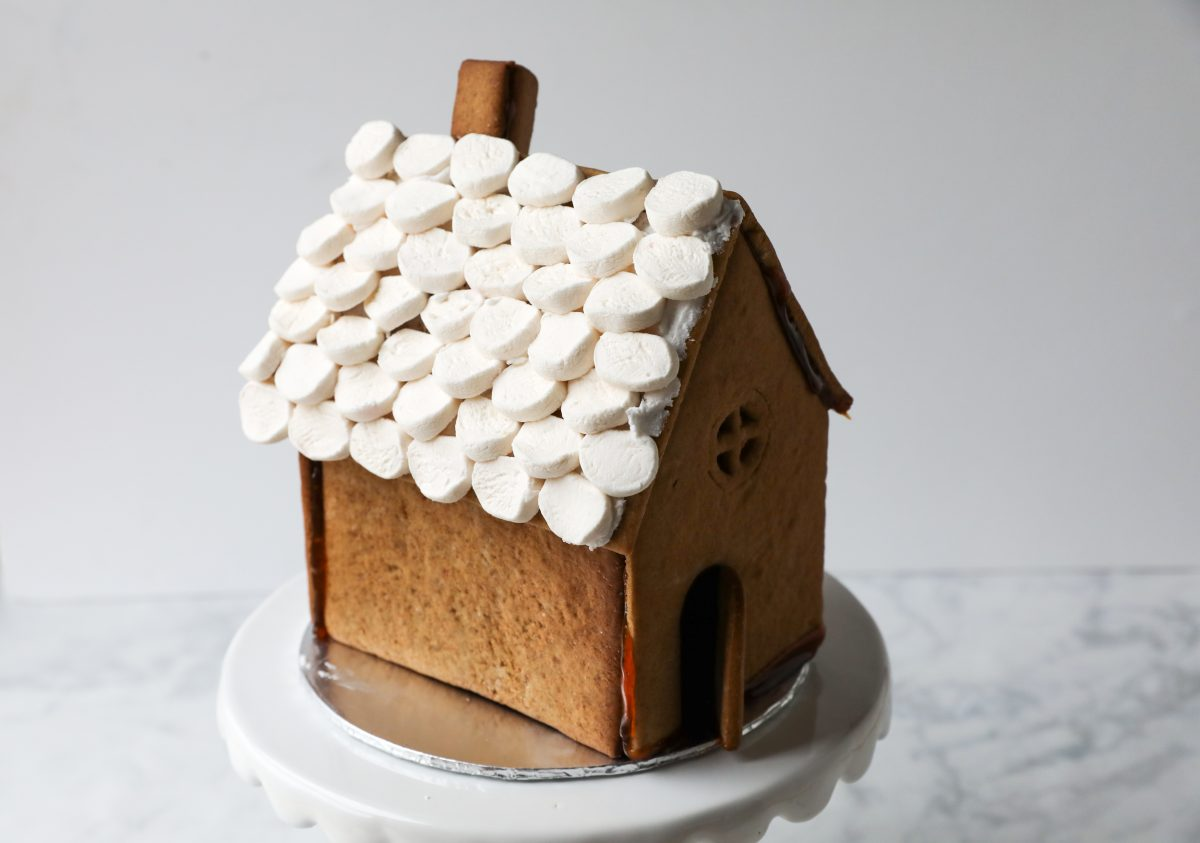 easy step-by step gingerbread house tutorial